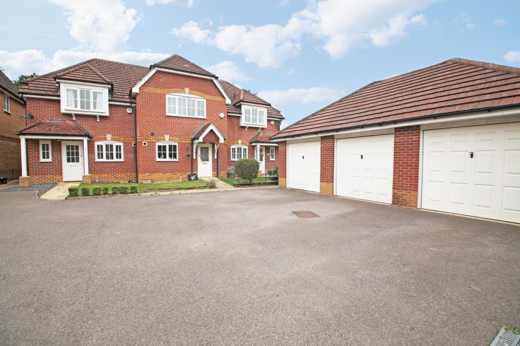3 Bedrooms End Of Terrace House for sale in Wallace Grove, Three Mile Cross, Reading, Berkshire, RG7