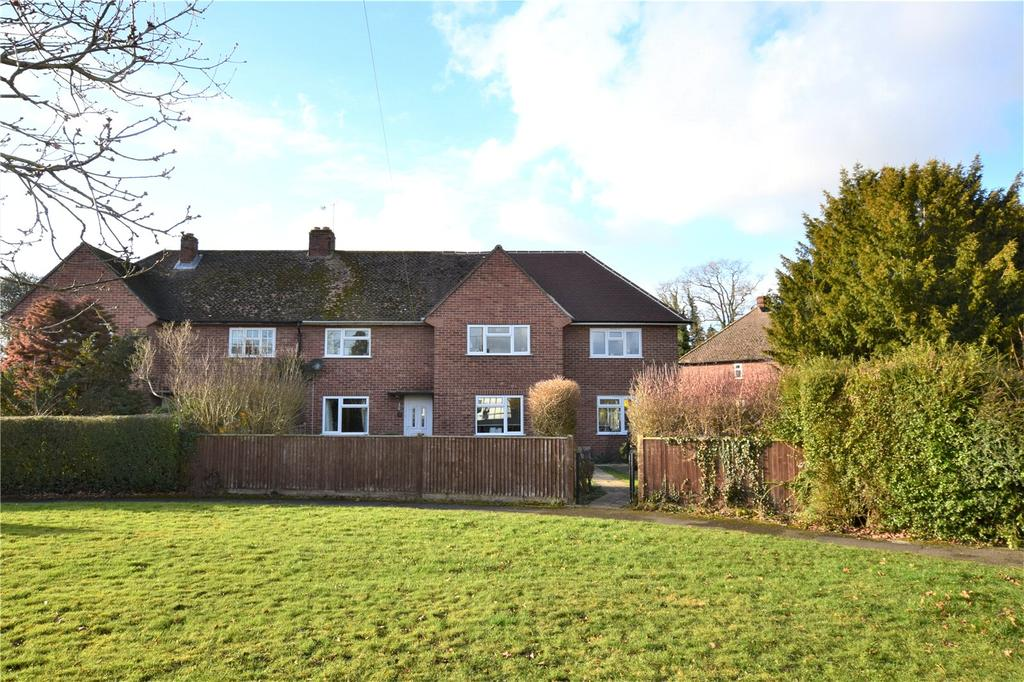 4 Bedrooms Semi Detached House for sale in Stephens Close, Mortimer Common, RG7