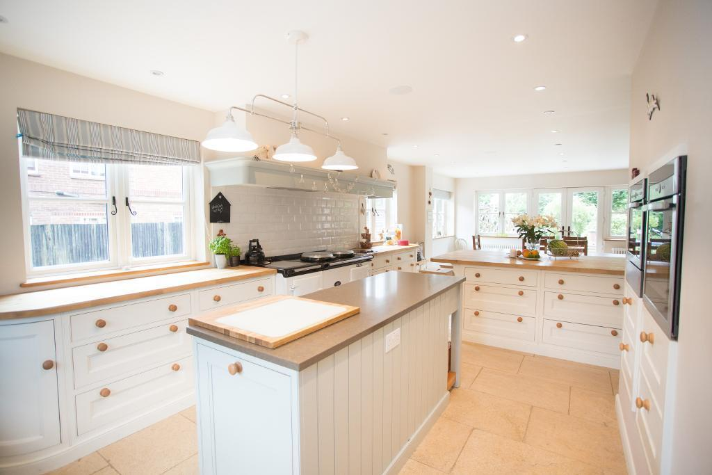 5 Bedrooms Detached House for sale in Chiddingly Road, Horam, East Sussex, TN21 0JH