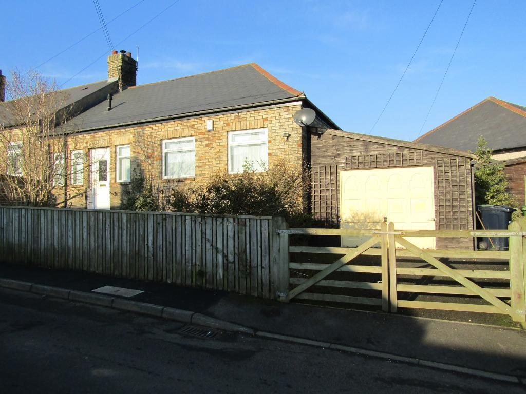 2 Bedrooms Semi Detached Bungalow for sale in Northview Bungalows, High Spen, Rowlands Gill, Tyne And Wear, NE39 2AU