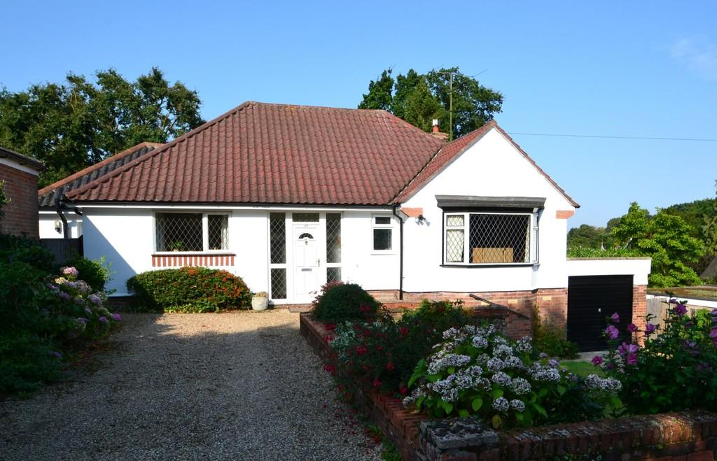 3 Bedrooms Detached Bungalow for sale in Paget Road, Ipswich, IP1 3RP