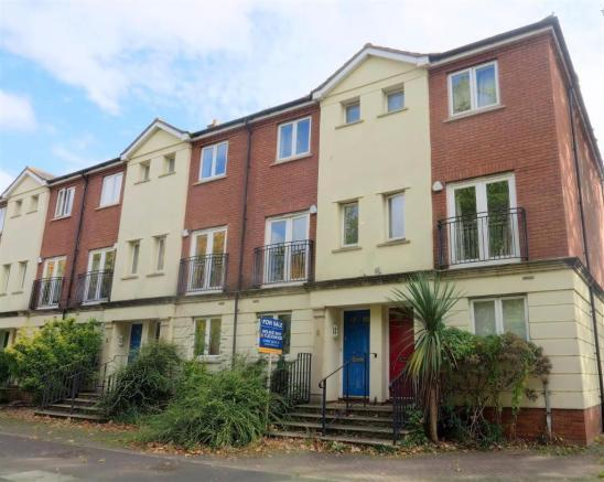 4 Bedrooms Town House for sale in Mitre Court, Taunton TA1