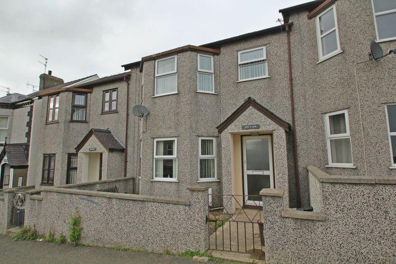 3 Bedrooms Terraced House for sale in Caernarfon, Gwynedd