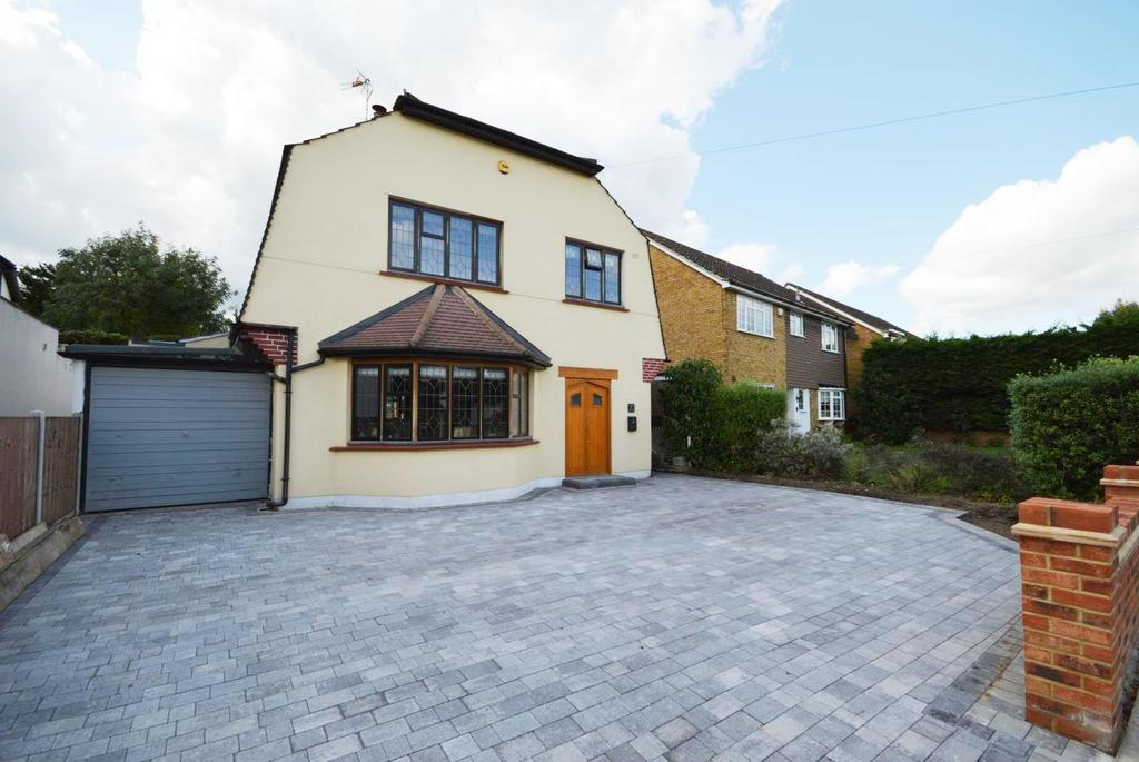3 Bedrooms Detached House for sale in Ardleigh Green Road, Hornchurch, Essex, RM11