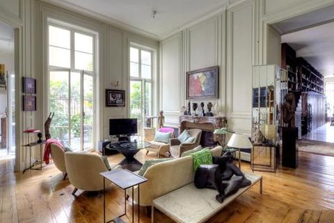 3 bedroom apartment  - Rue Du Faubourg Saint-Honore, Paris 75008, Ile de France