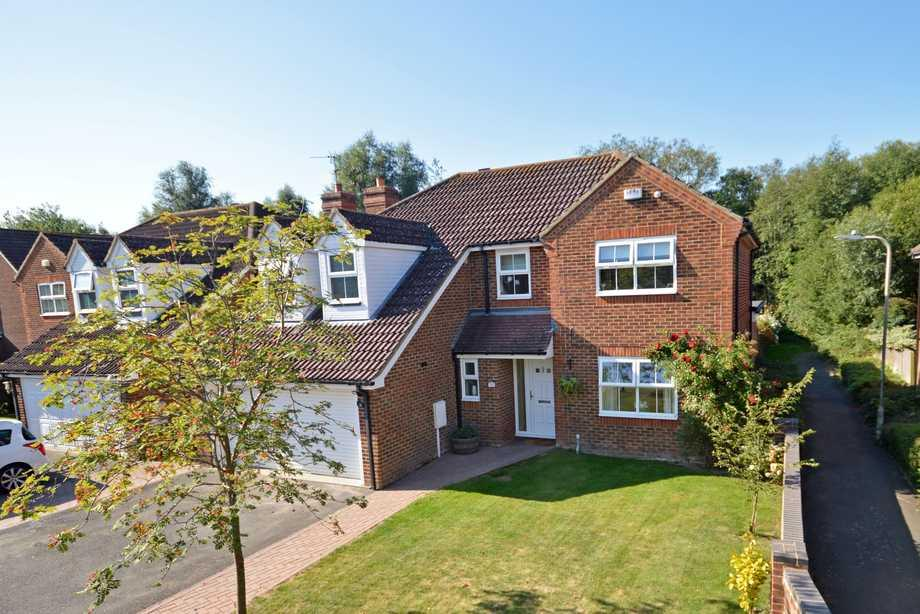 5 Bedrooms Detached House for sale in Willesborough, TN24