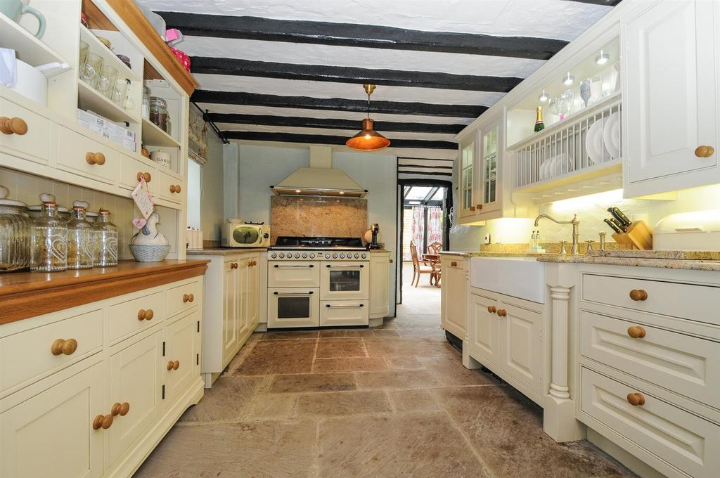 5 Bedrooms Detached House for sale in Nyton Road, Westergate