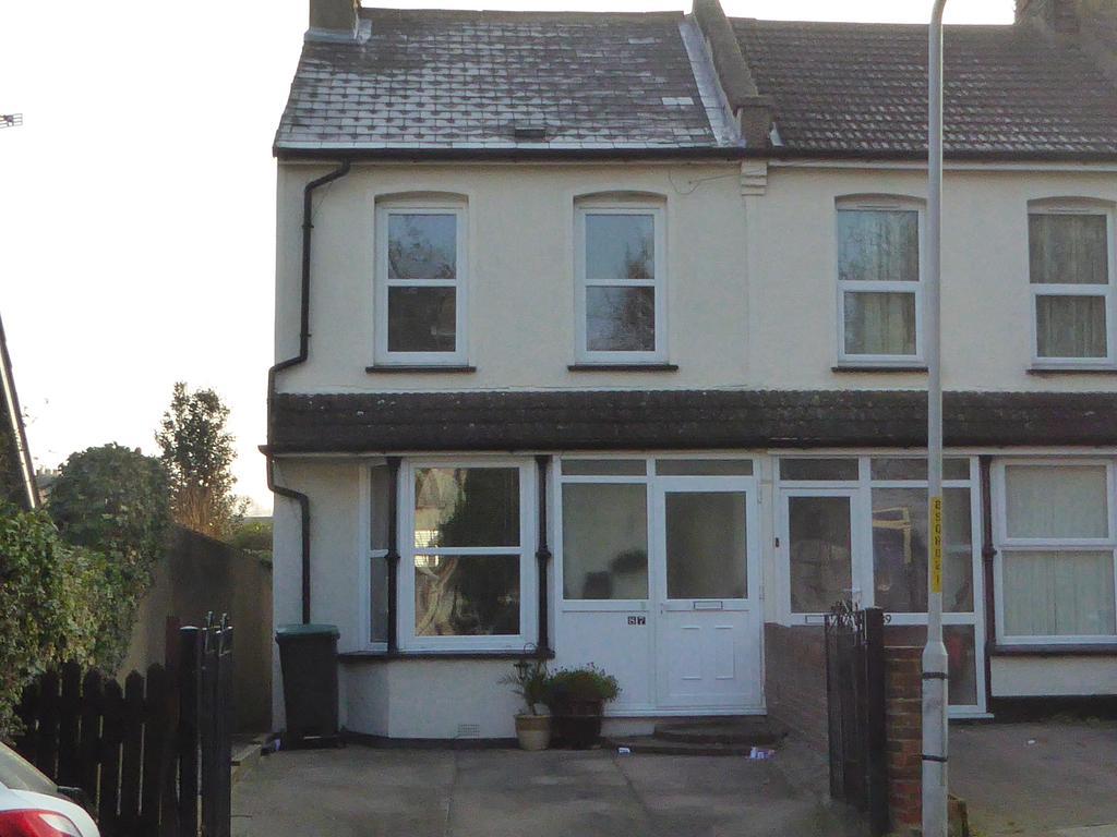 3 Bedrooms Terraced House for sale in Sun Lane, Gravesend DA12