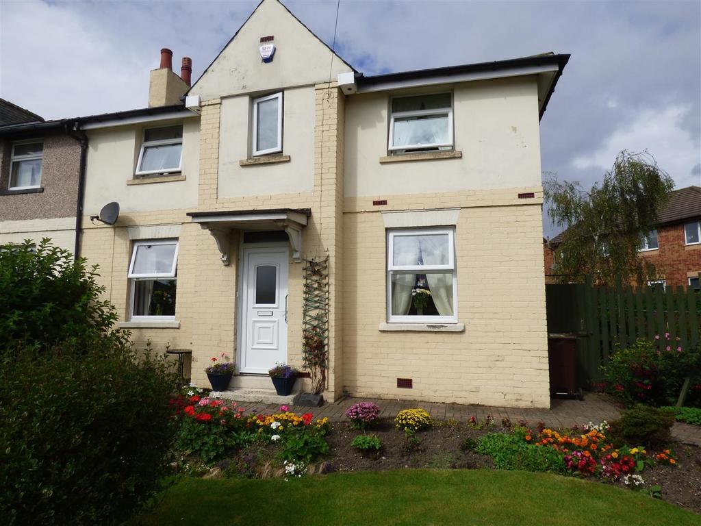 3 Bedrooms Semi Detached House for sale in Bierley House Avenue, Bierley, Bradford, BD4 6bh