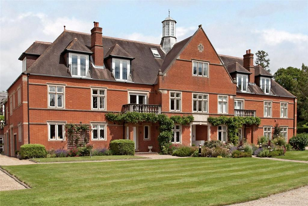 3 Bedrooms Flat for sale in Dene Park, Shipbourne Road, Tonbridge, Kent, TN11