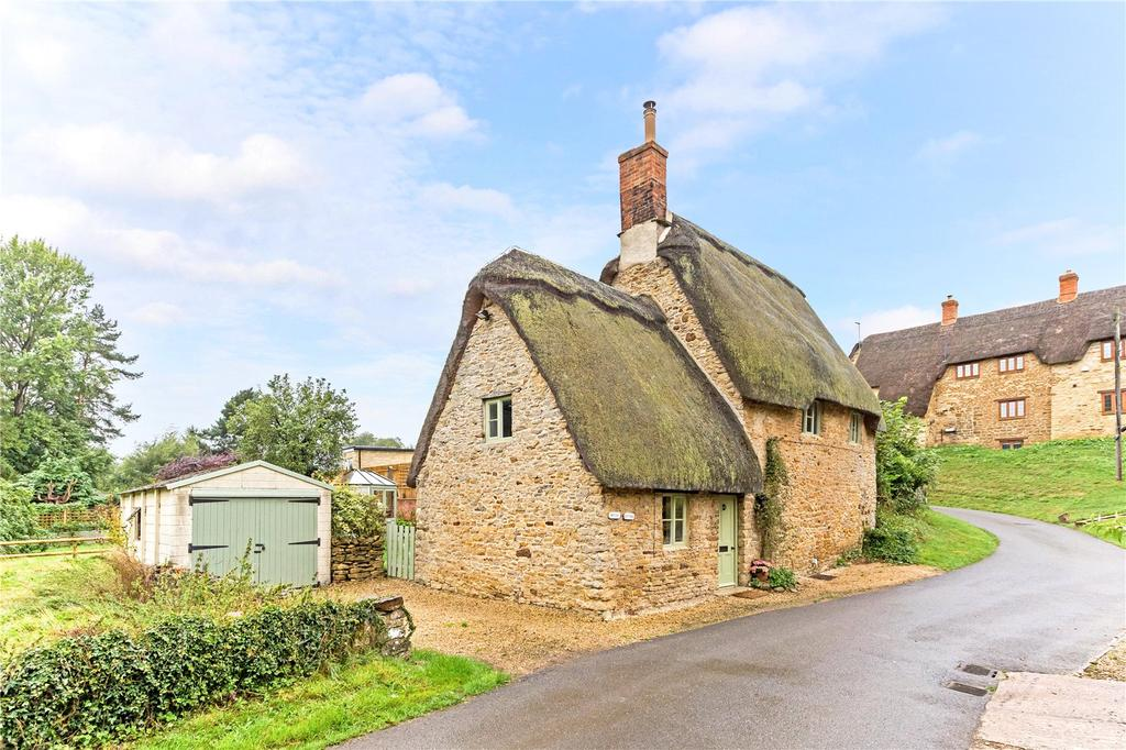 2 Bedrooms Detached House for sale in Hollow Road, Lower Tadmarton, Banbury, Oxfordshire, OX15