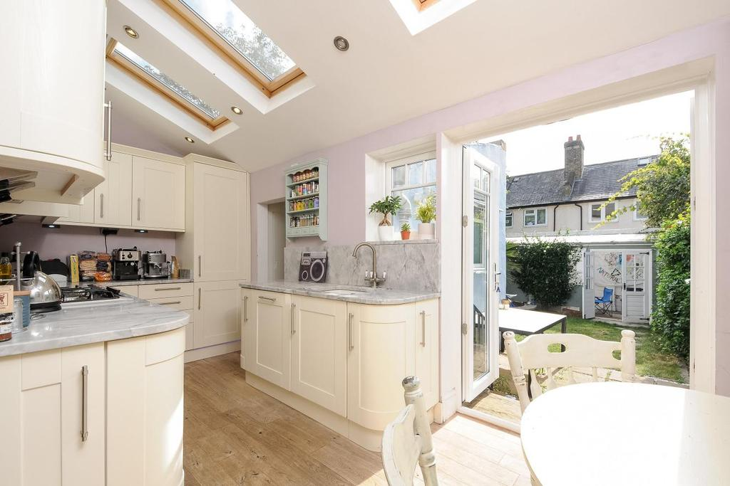 4 Bedrooms Terraced House for sale in Lynwood Road, Tooting, SW17