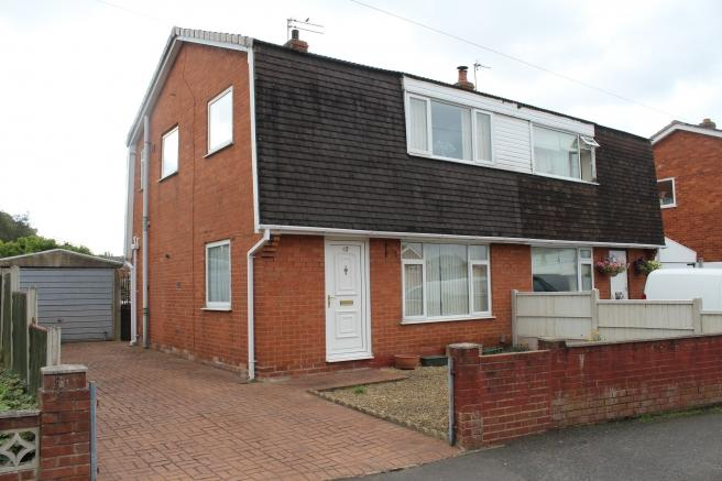 3 Bedrooms Semi Detached House for sale in 42 Fieldhouse Drive, Muxton, Telford, Shropshire, TF2 8JJ