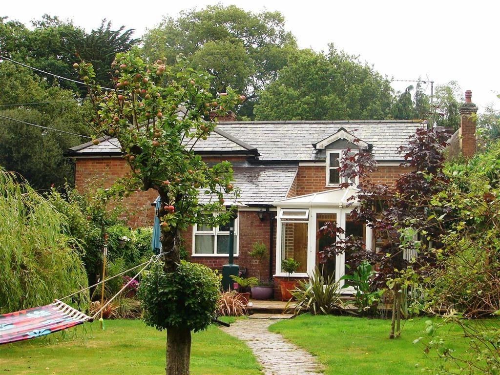 3 Bedrooms Detached House for sale in Burts Hill, Wimborne, Dorset