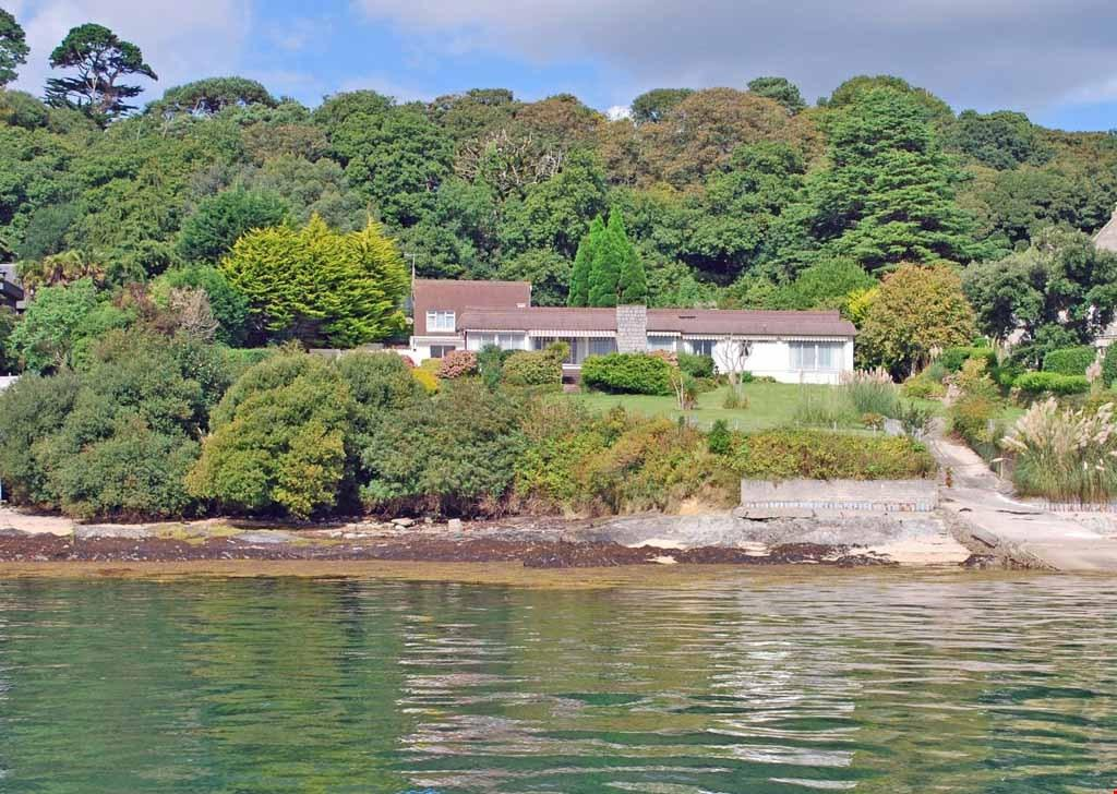 4 Bedrooms Detached House for sale in Flushing, Fal Estuary, South Cornwall, TR11
