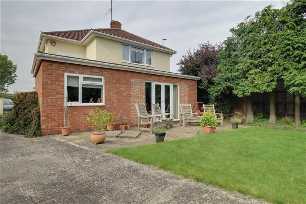 3 Bedrooms Detached House for sale in Hempsted Lane, Hempsted, Gloucester
