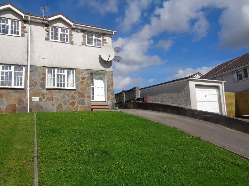 3 Bedrooms Semi Detached House for sale in Ty Gwyn Drive, Brackla, Bridgend.