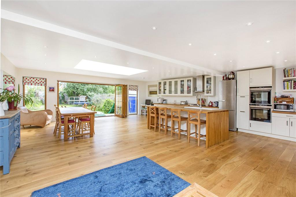 5 Bedrooms Detached House for sale in Well Lane, East Sheen, London, SW14