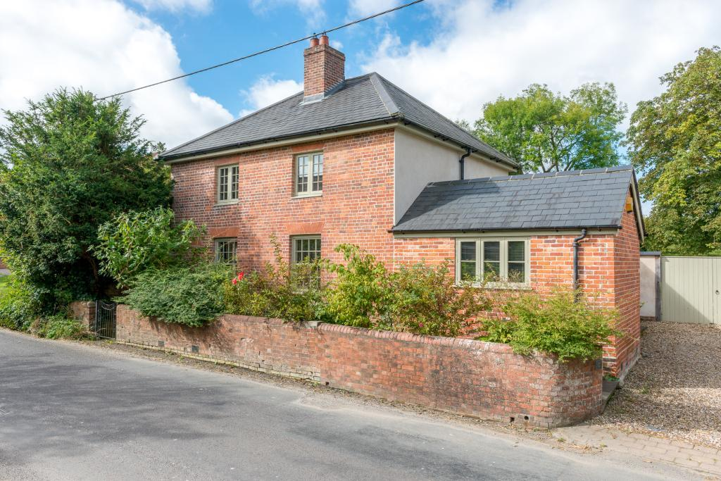 4 Bedrooms Detached House for sale in The Hollow, Chirton, Devizes, Wiltshire, SN10