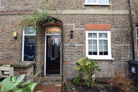 3 bedroom terraced house to rent - Oak Lane, Windsor, SL4