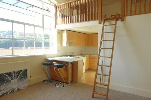 1 bedroom flat to rent - The Deco Building, Coombe Rd - P1505