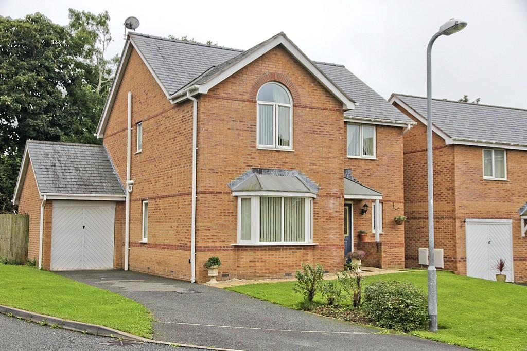 4 Bedrooms Detached House for sale in Llys Tregarnedd, Llangefni, North Wales