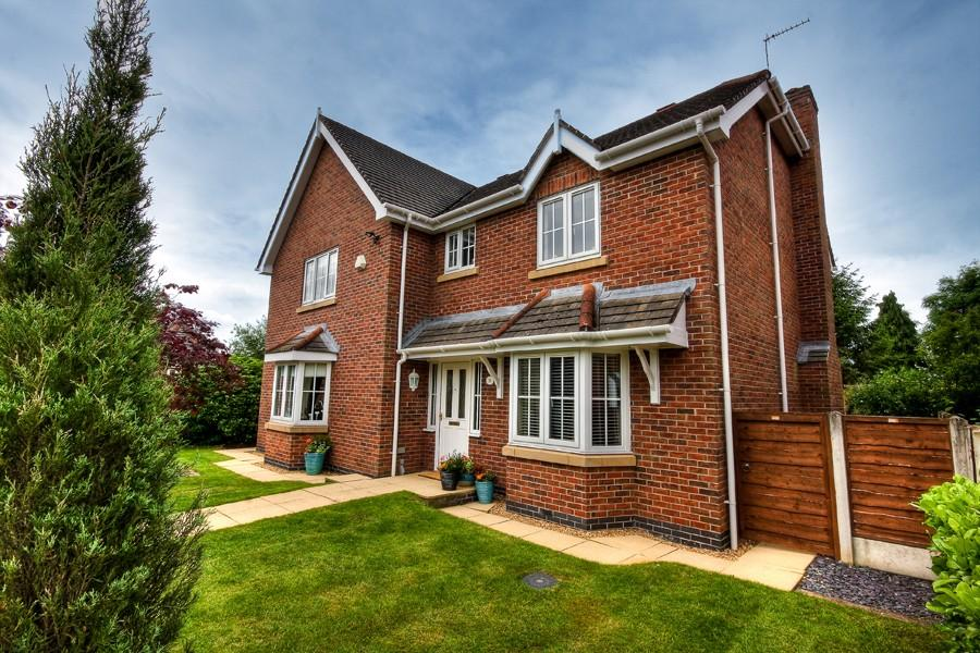 5 Bedrooms Detached House for sale in Hollycroft, Somerford