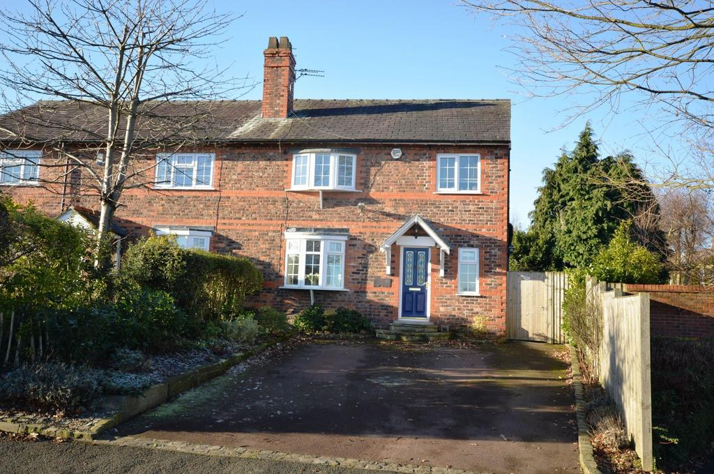 3 Bedrooms Semi Detached House for sale in Oughtrington Lane, Lymm