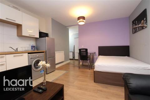 Studio to rent - Humberstone Gate