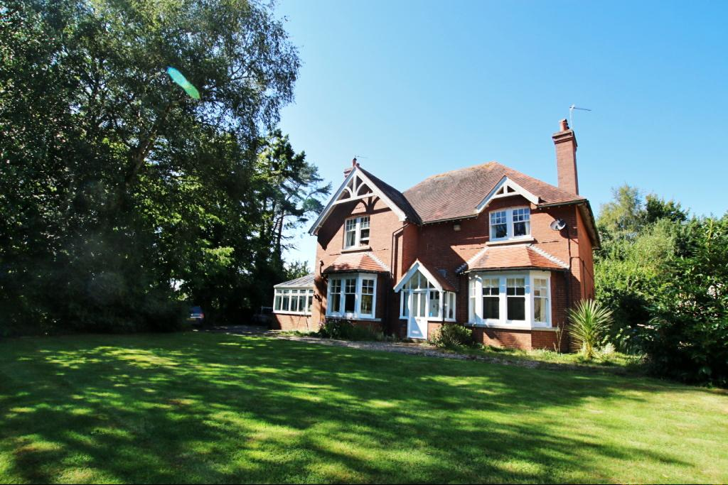 5 Bedrooms Detached House for sale in The Drive, Hellingly BN27