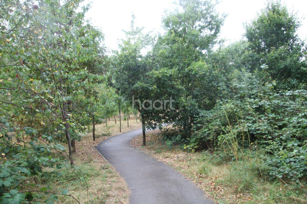 2 Bedrooms Flat for sale in Woodland Park