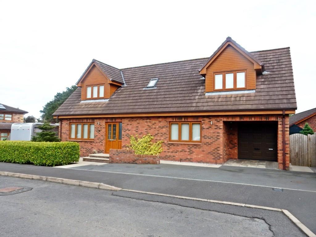3 Bedrooms Detached House for sale in Milburn Drive, Gretna