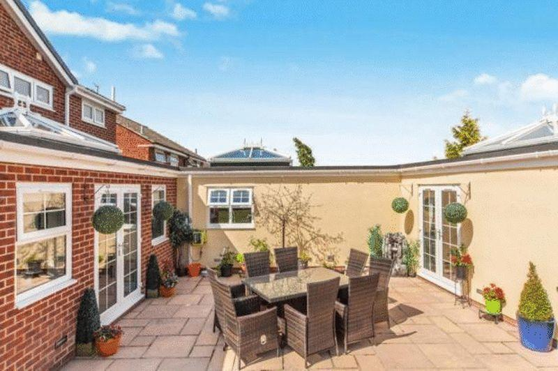 5 Bedrooms Detached House for sale in Trimdon Avenue, Middlesbrough