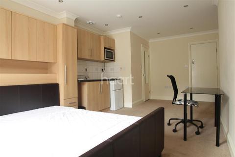 Studio to rent - Maidenhead