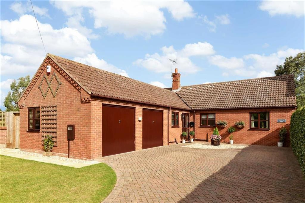 3 Bedrooms Detached Bungalow for sale in School Lane, Marston, Grantham, Lincolnshire
