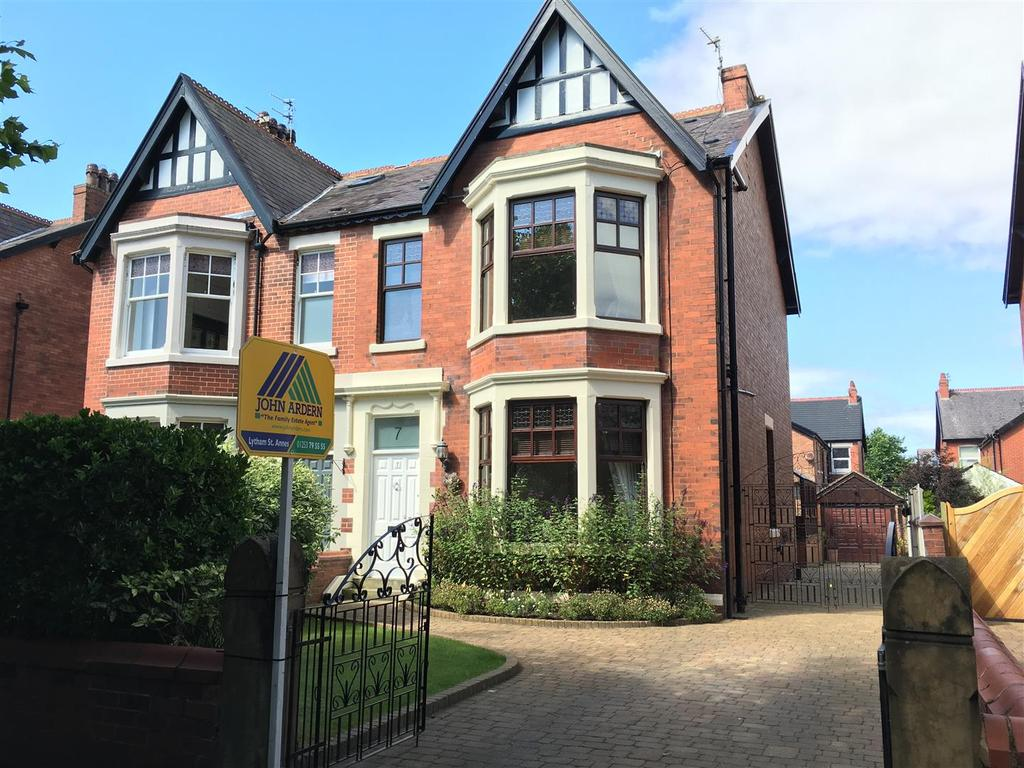5 Bedrooms Semi Detached House for sale in West Bank Avenue, Lytham