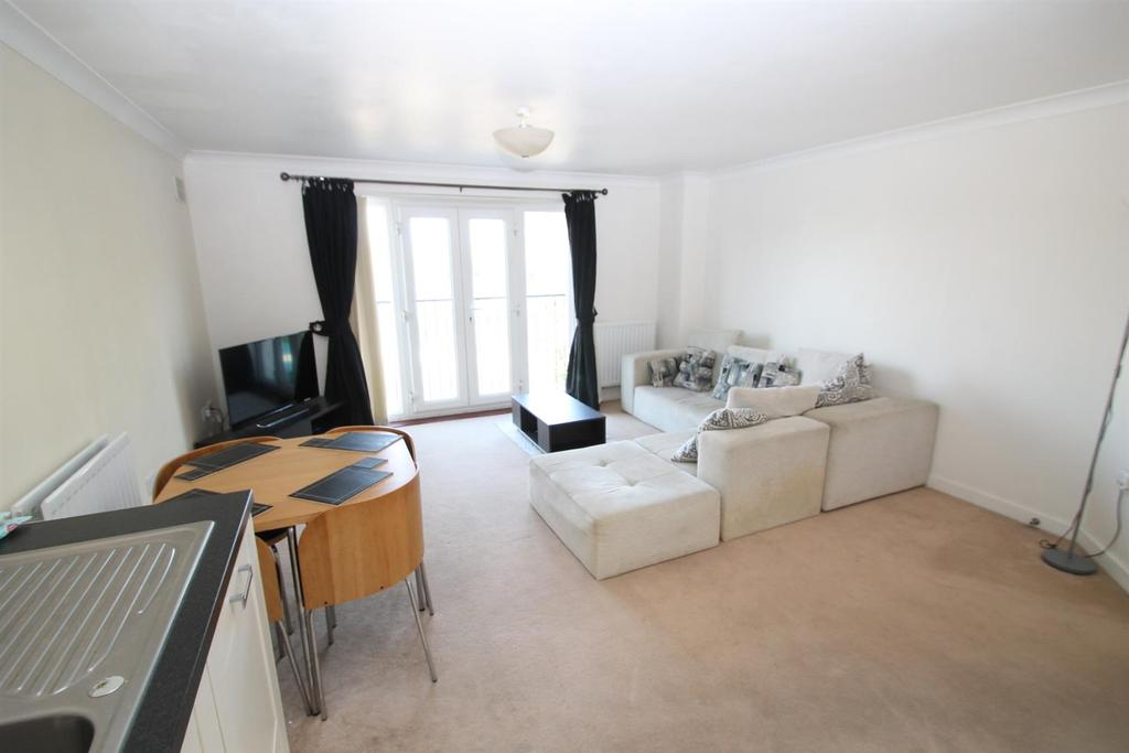 2 Bedrooms Apartment Flat for sale in Ingram Close, Larkfield, Aylesford