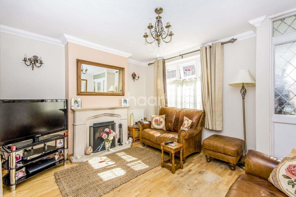 3 Bedrooms Semi Detached House for sale in Central Town