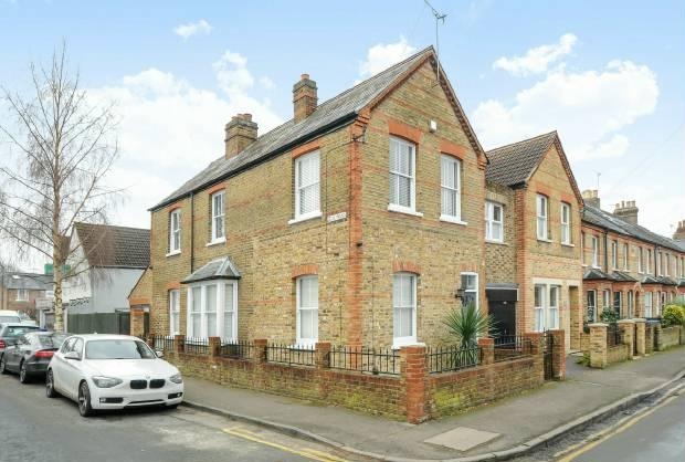 3 Bedrooms Semi Detached House for sale in Springfield Road Windsor