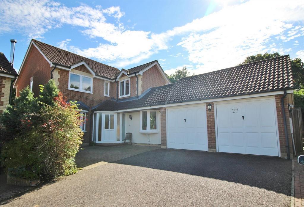 4 Bedrooms Detached House for sale in Bullfinch Gardens, Ridgewood, Uckfield, East Sussex