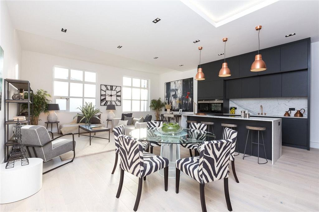 2 Bedrooms Flat for sale in Mandeville Courtyard, 142 Battersea Park Road, London, SW11