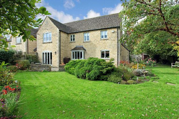 4 Bedrooms Detached House for sale in 2 Embrook , Oddington, Moreton-in-marsh