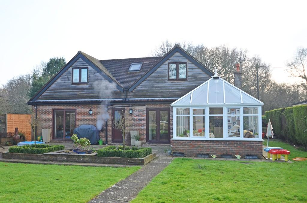 5 Bedrooms Chalet House for sale in Dunsfold