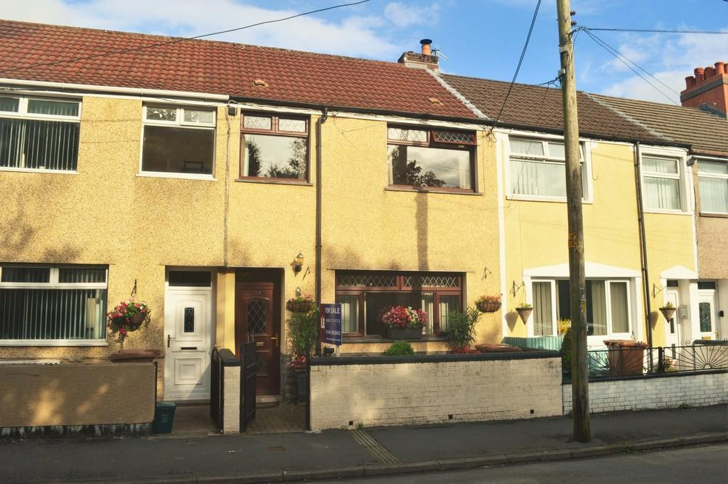 3 Bedrooms Terraced House for sale in Glyngaer Road, Penpedairheol