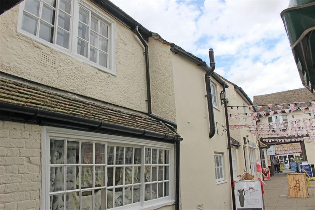 2 Bedrooms Apartment Flat for sale in Market Square, St.Neots