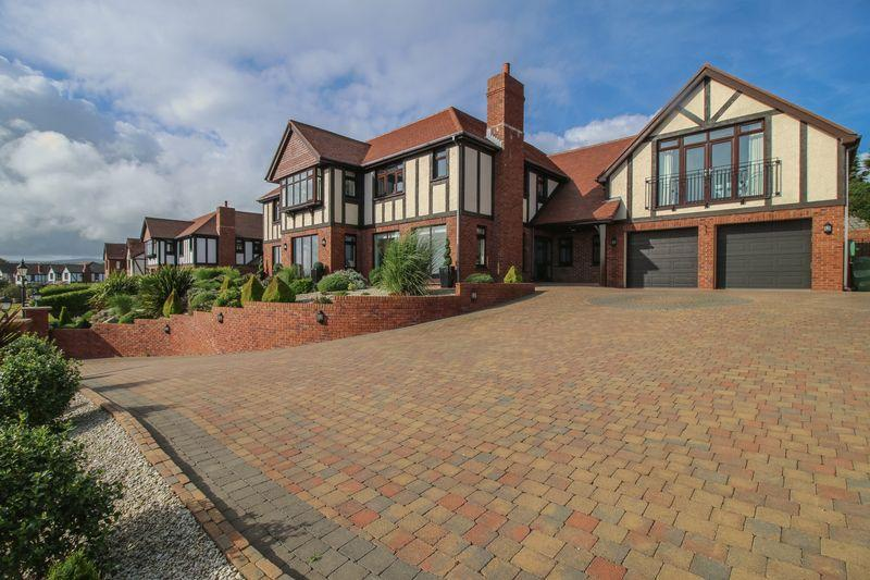 5 Bedrooms Detached House for sale in 17 Manor Park, Onchan, IM3 2EW
