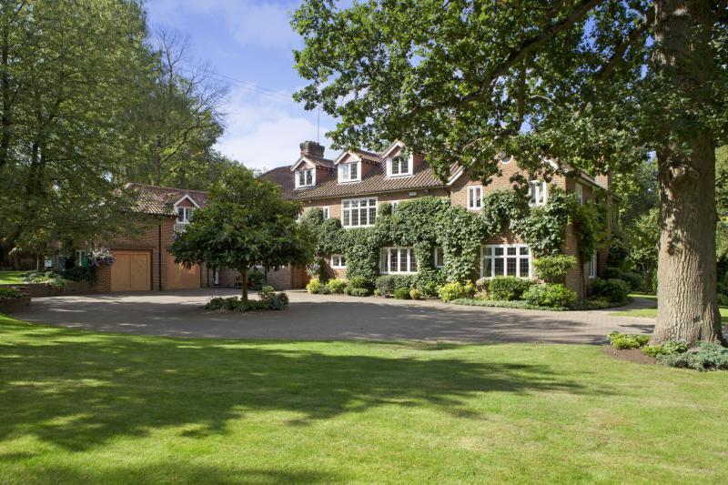 5 Bedrooms Detached House for sale in Wildernesse Avenue, Sevenoaks, Kent, TN15