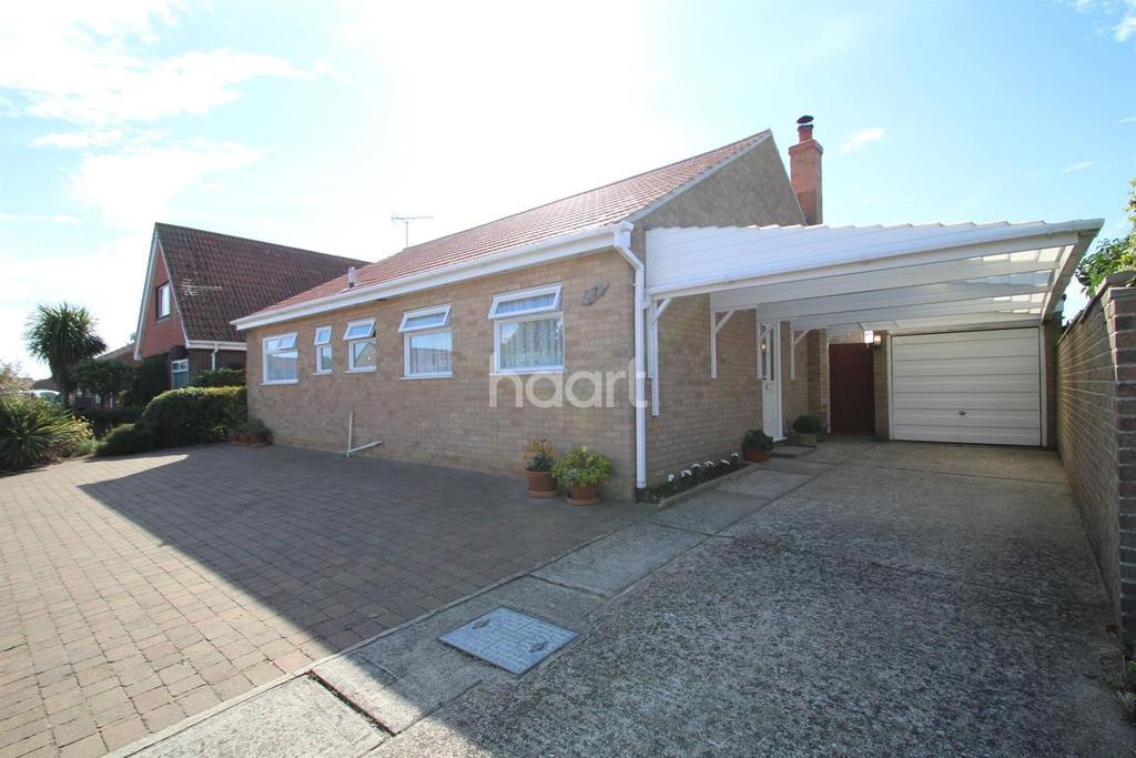 3 Bedrooms Bungalow for sale in Stonham Avenue, Clacton-on-Sea