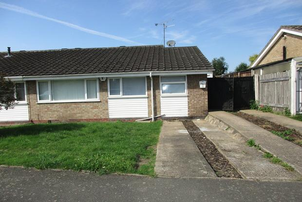 2 Bedrooms Bungalow for sale in Claybrook Avenue, Leicester, LE3
