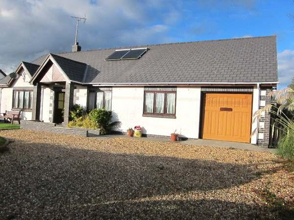 3 Bedrooms Detached Bungalow for sale in Llangeitho, SY25